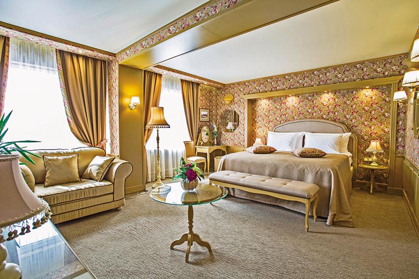 Джуниор Сюит Премиум в отеле Измайлово Альфа в Москве